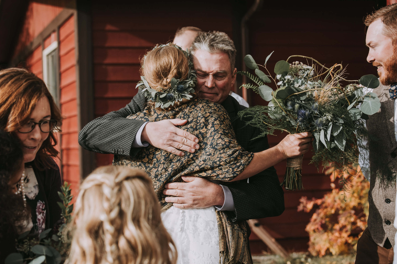 Guest Hugging Bride | Guest Candids | Kananaskis Wedding Photographer | Anita Jeanine Photography | www.anitajeanine.com